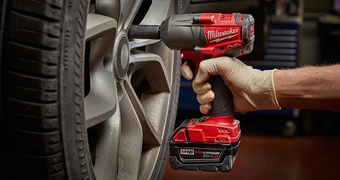 Mejor llave de impacto inalámbrica para mecánicos - Milwaukee M18